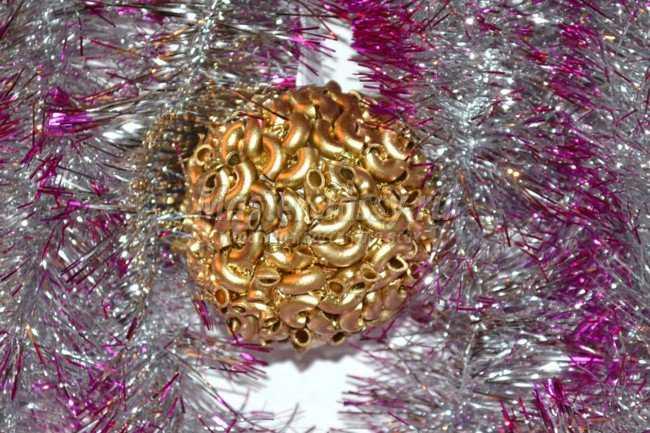 Новогодние поделки из макарон. Елочная игрушка