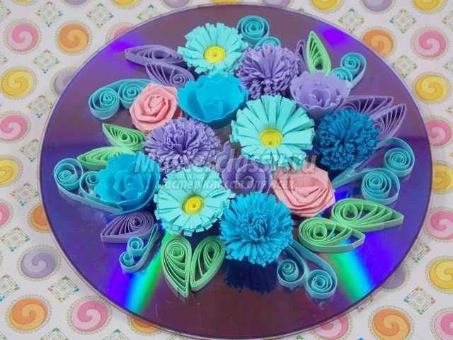 Цветочный квиллинг на диске