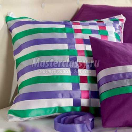 Подушка из атласных лент