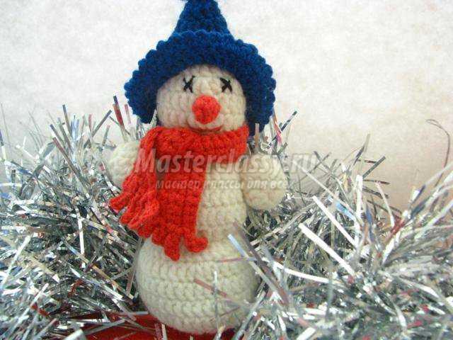 вязание крючком. Новогодний снеговик