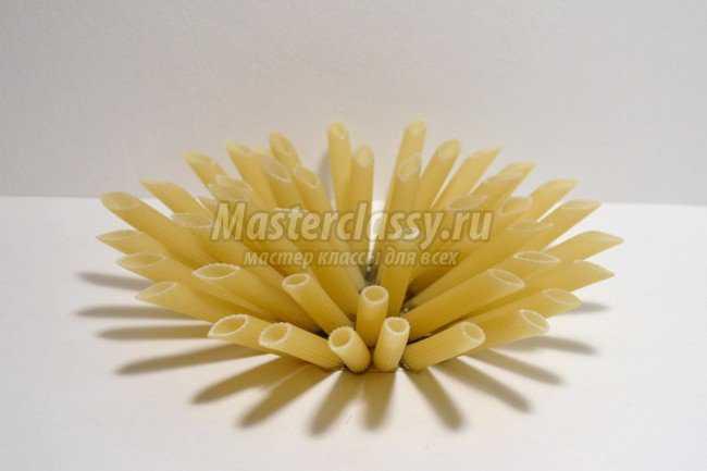 Ёлочная игрушка из макарон