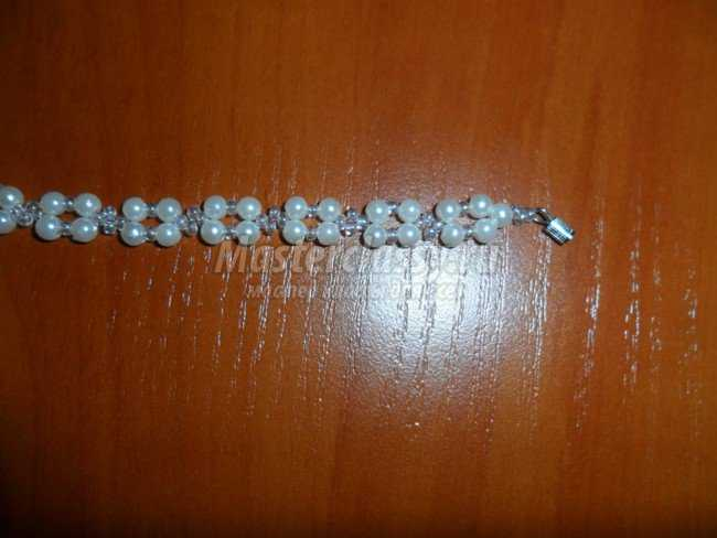 Детский браслет из бисера