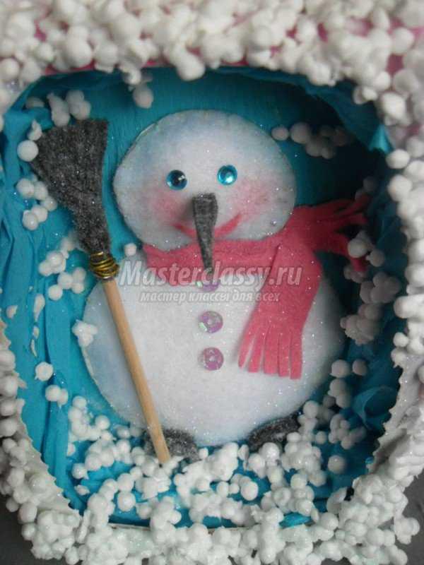 Детские поделки зимой. Картина - снеговик