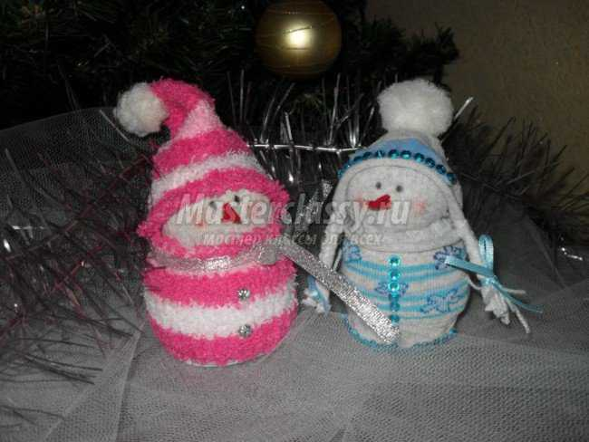 дед мороз и снегурочка из носочков
