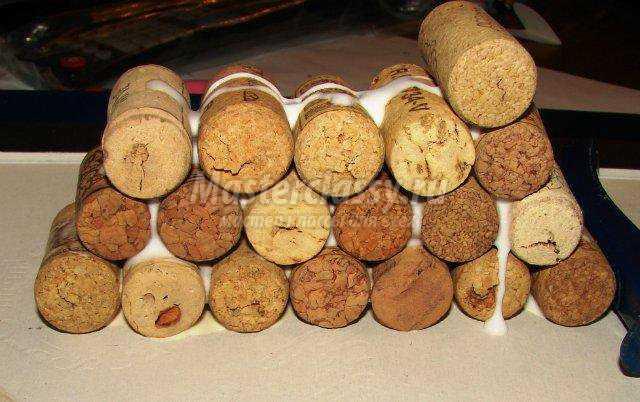 елочка из винных пробок