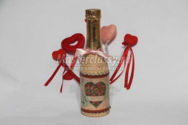 Декупаж бутылки ко Дню всех влюбленных
