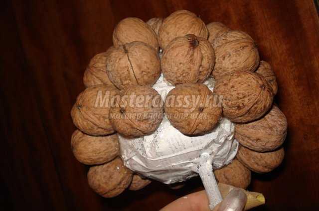 Топиарий из орехов
