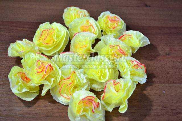 Цветы из салфеток мастер класс фото