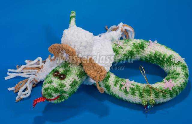 вязание крючком. Змея