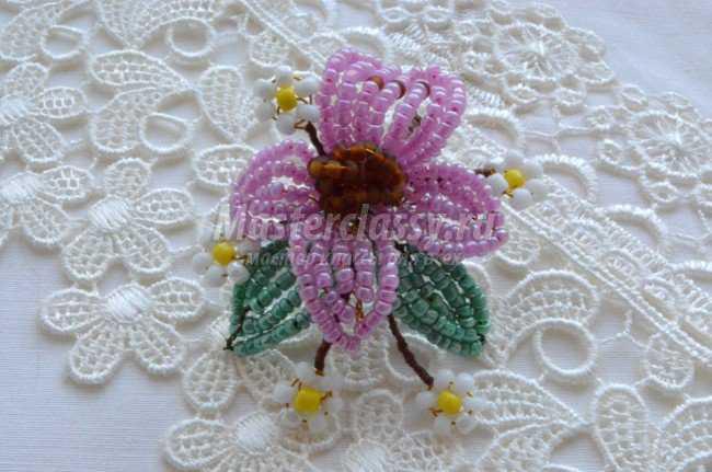 Цветок - магнит из бисера своими руками