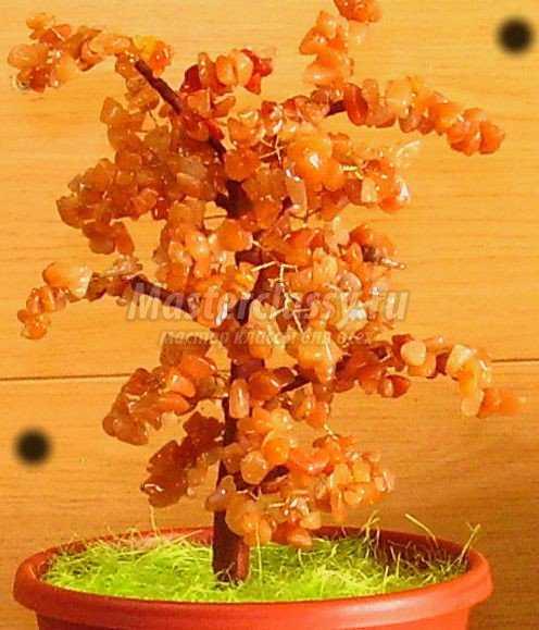 Бисероплетение деревьев из натуральных камней