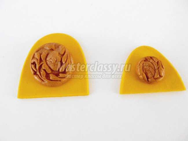 Бусы с подвеской Золотые узоры из полимерной глины