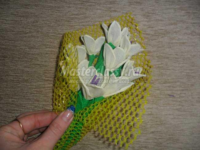Белые цветы из бумаги