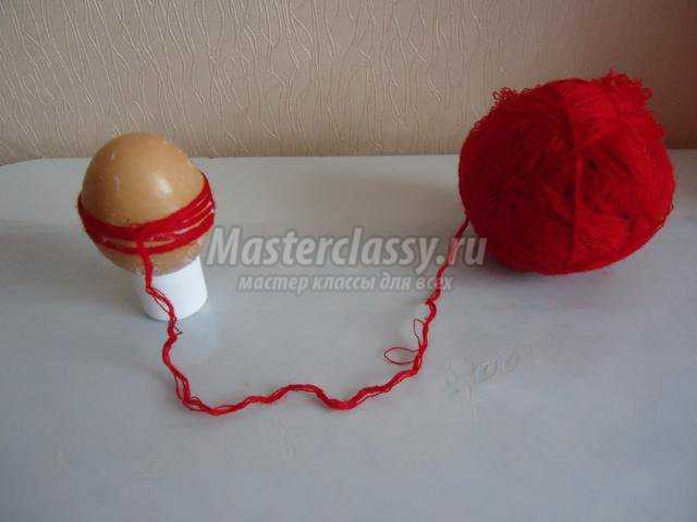 пасхальное яйцо из шерстяных ниток