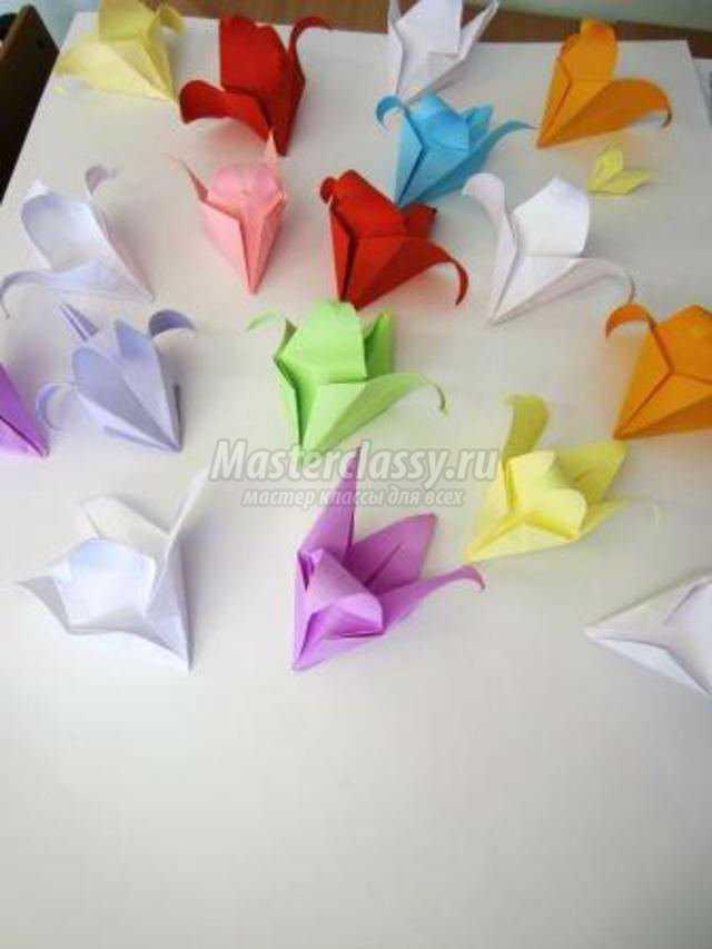 открытка с оригами лилиями