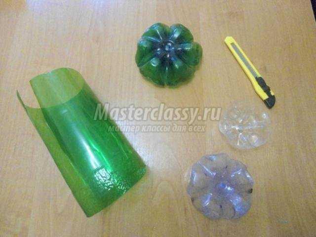 цветочная композиция из пластиковых бутылок