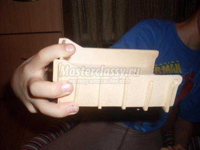 машинка из деревянного конструктора