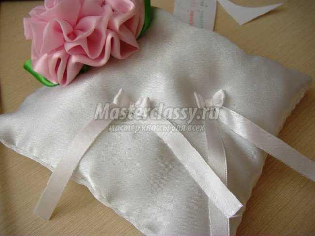 Свадебная подушка с цветком