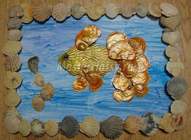 Панно из ракушек - рыбка