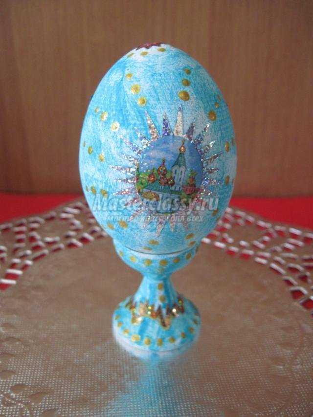 пасхальное яйцо с росписью и наклейками