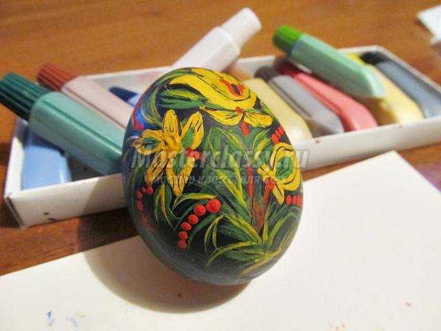 расписное пасхальное яйцо. Мотивы Хохломы