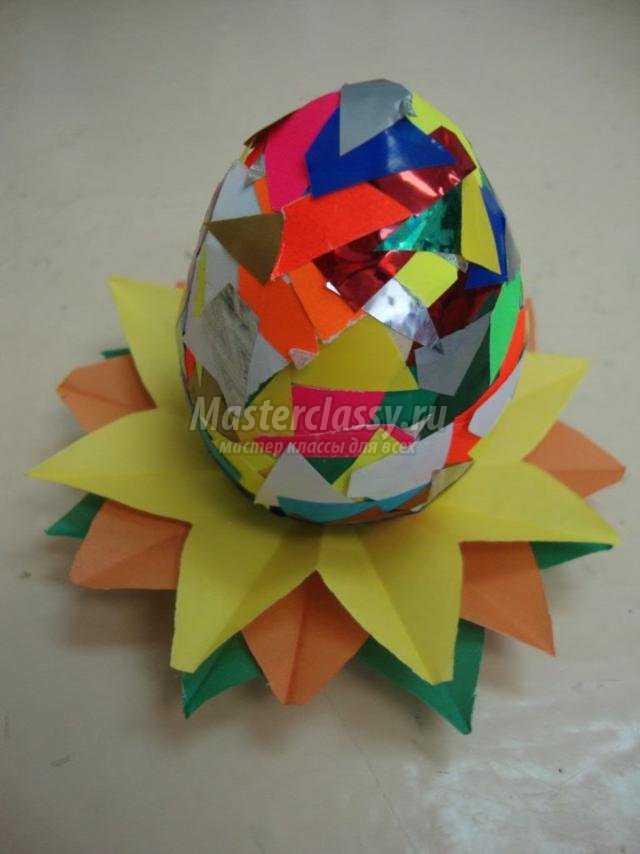 пасхальное яйцо, украшенное самоклеющейся бумагой