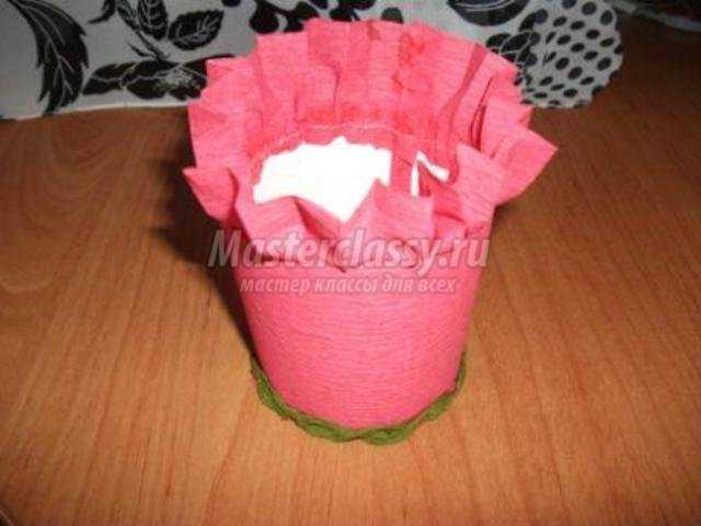 корзинка с цветами из гофрированной бумаги