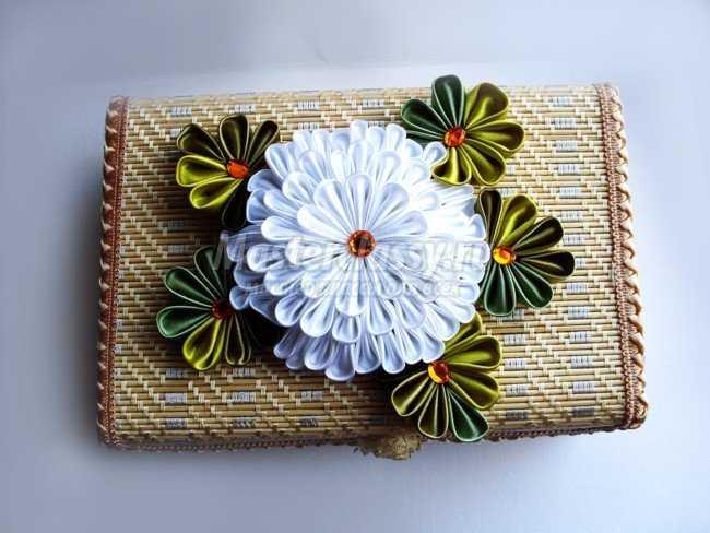 Канзаши. Белая хризантема
