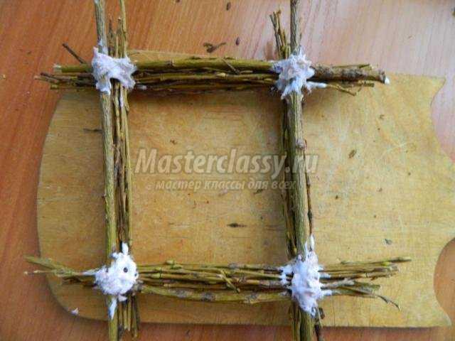 пасхальная рамочка из веток ивы