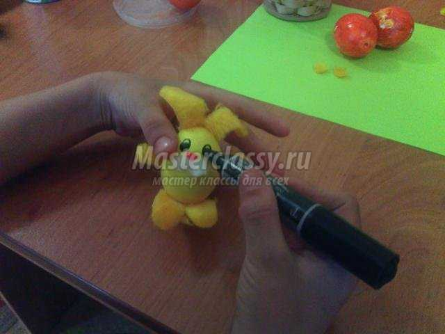 пасхальный зайчик из яичной скорлупы