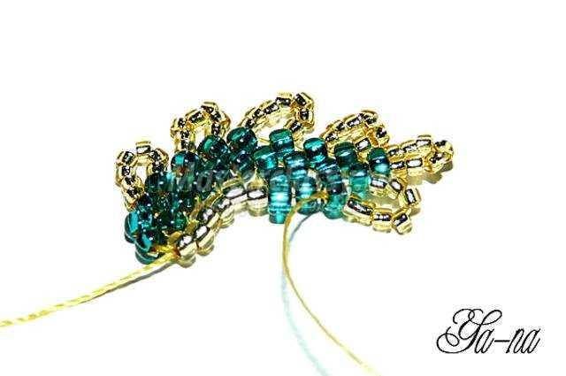 Заколки и браслет для девочки из бисера