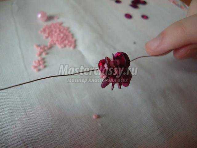 цветы из пайеток, бисера и бусин