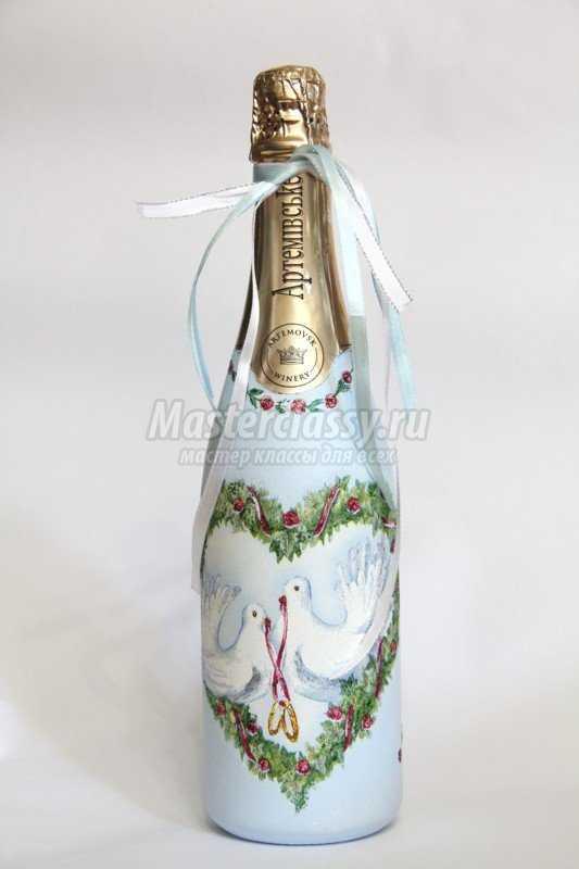 Декупаж свадебной бутылки шампанского