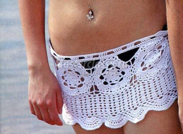 Вязаная пляжная мини-юбка крючком