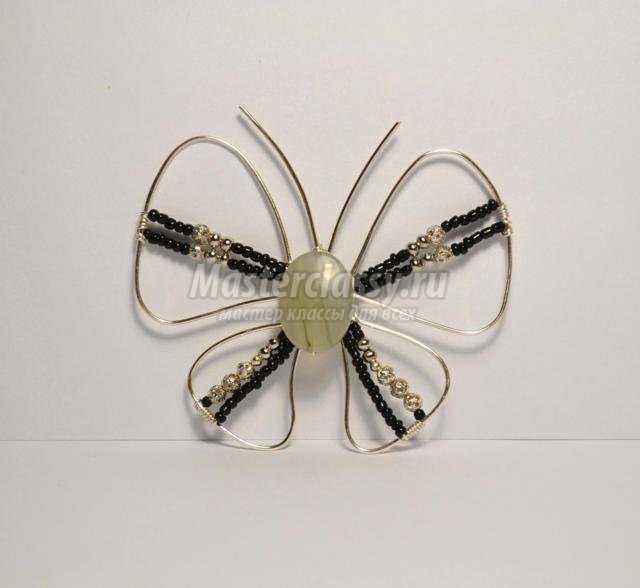 кулон из ювелирной проволоки. Бабочка
