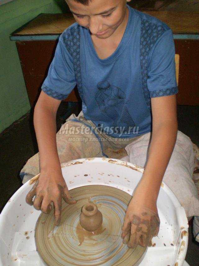 декоративная ваза из глины