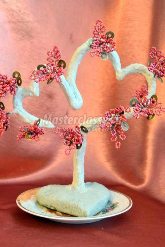 Дерево из бисера для влюбленных