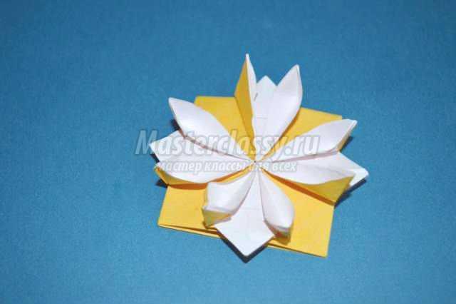 оригами. Объемный цветок