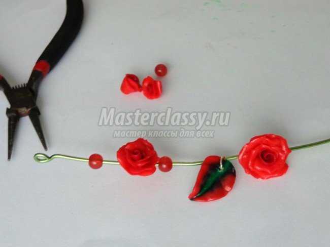 Украшение из полимерной глины розы