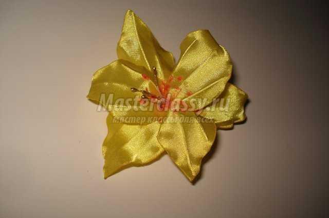 лилии из атласных лент