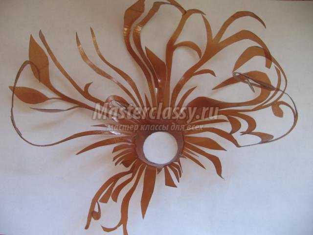 цветочная композиция из бросового материала