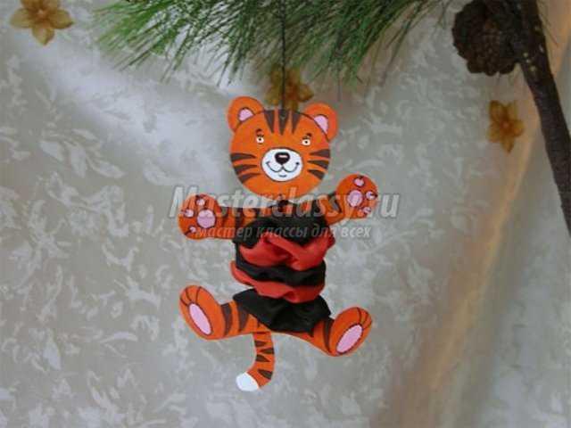 Игрушка на елку – Тигренок