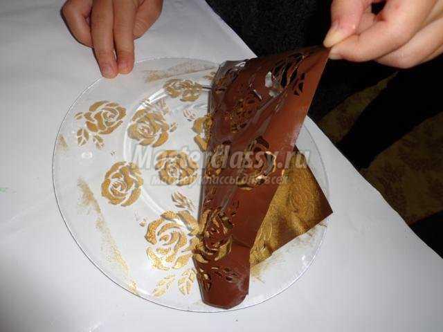 обратный декупаж тарелки с трафаретом