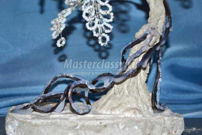 серебристое деревце из бисера