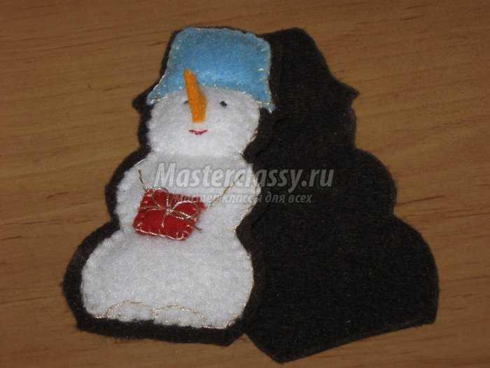 Как сделать елочную игрушку - снеговика