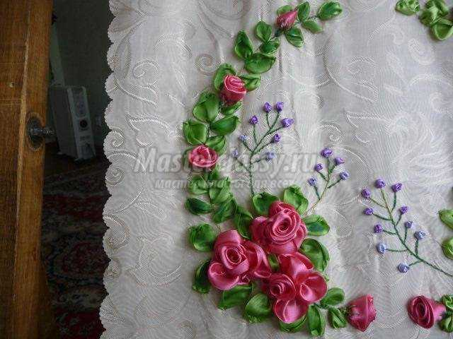 вышивка атласными лентами декоративной подушечки