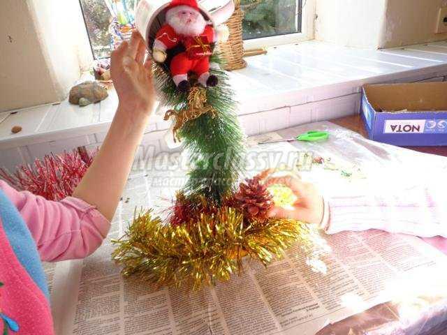 новогодний топиарий из подручных материалов. Дед Мороз уже в пути