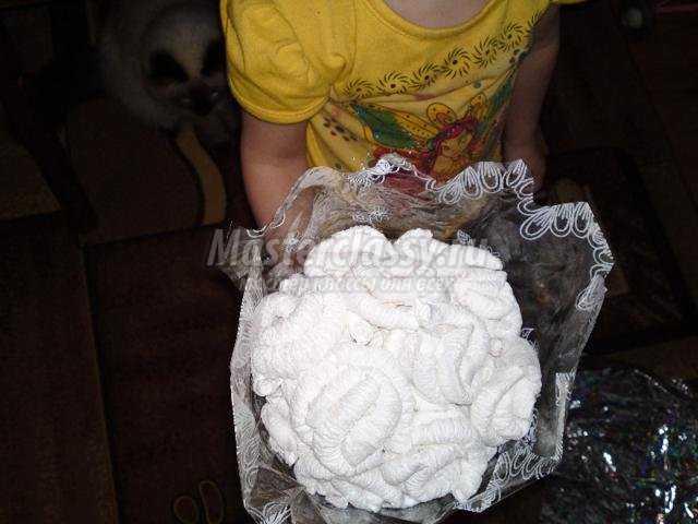 поделки из салфеток. Букет белых роз