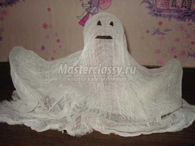 поделка на Хэллоуин. Привидение из марли