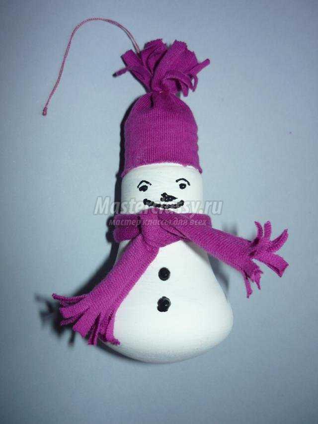 елочная игрушка из бросового материала. Снеговик